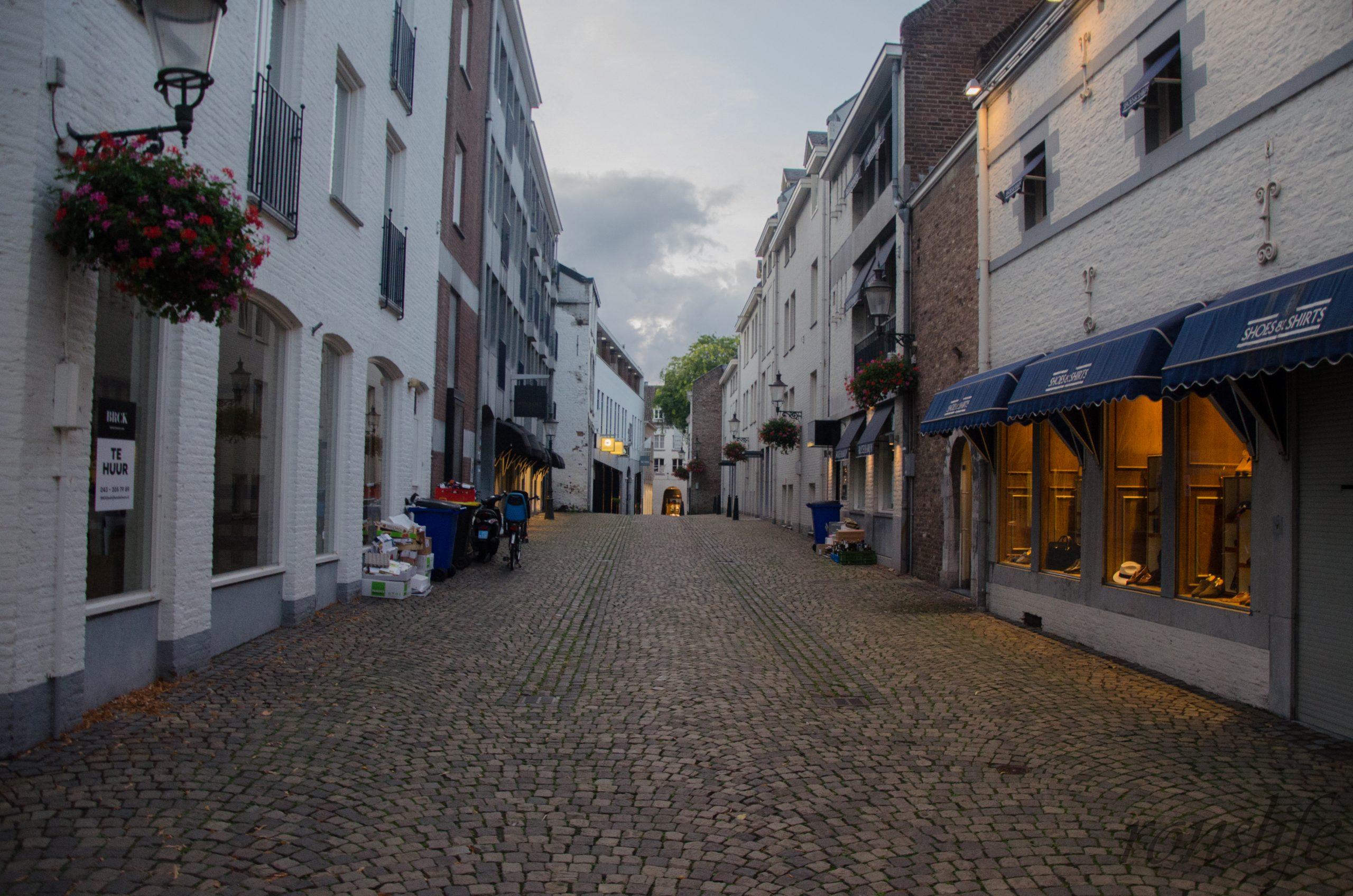Oude straat in het centrum van Maastricht