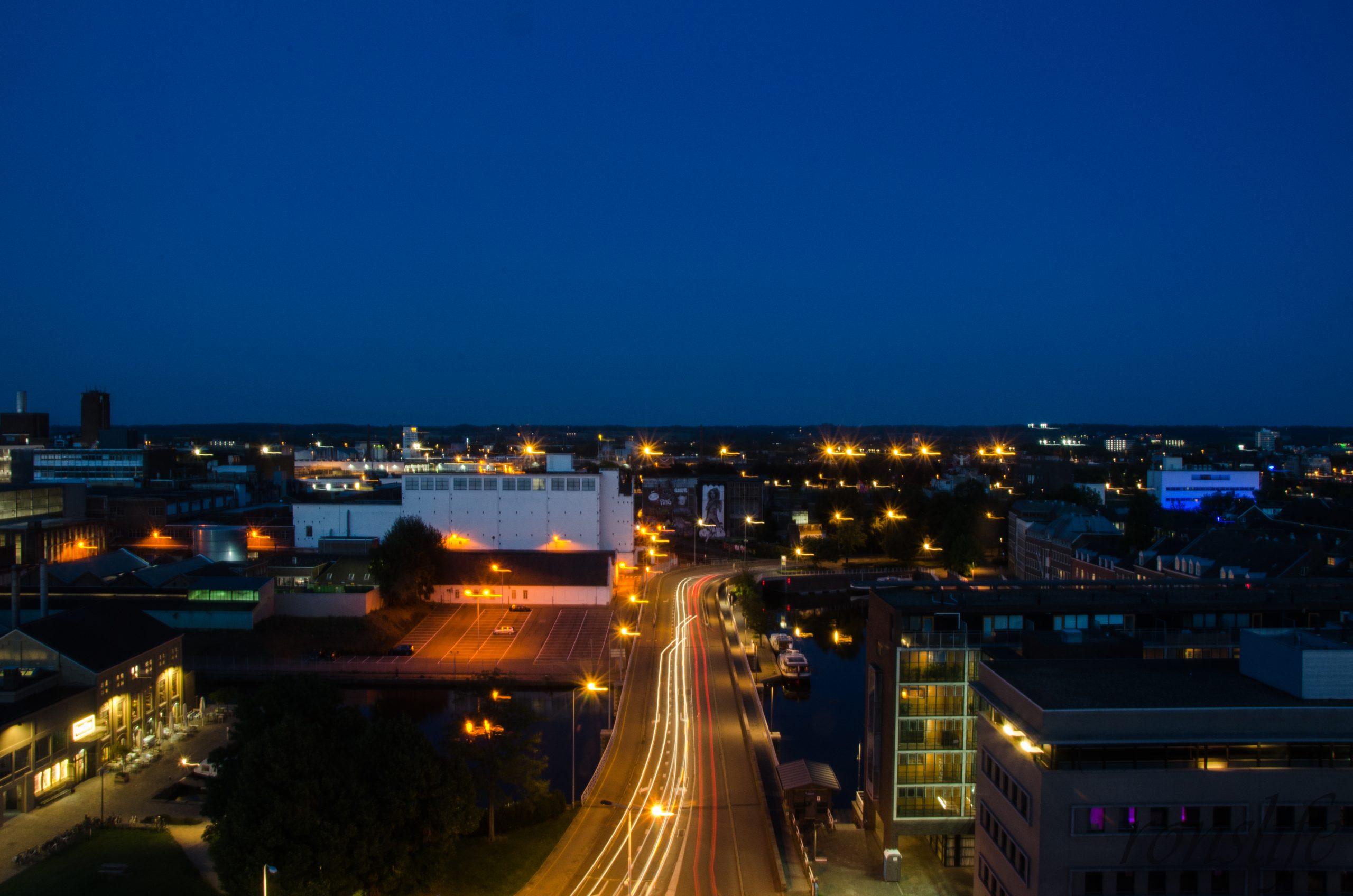 Uitzicht vanaf Rooftopbar Bold bij nacht Maastricht