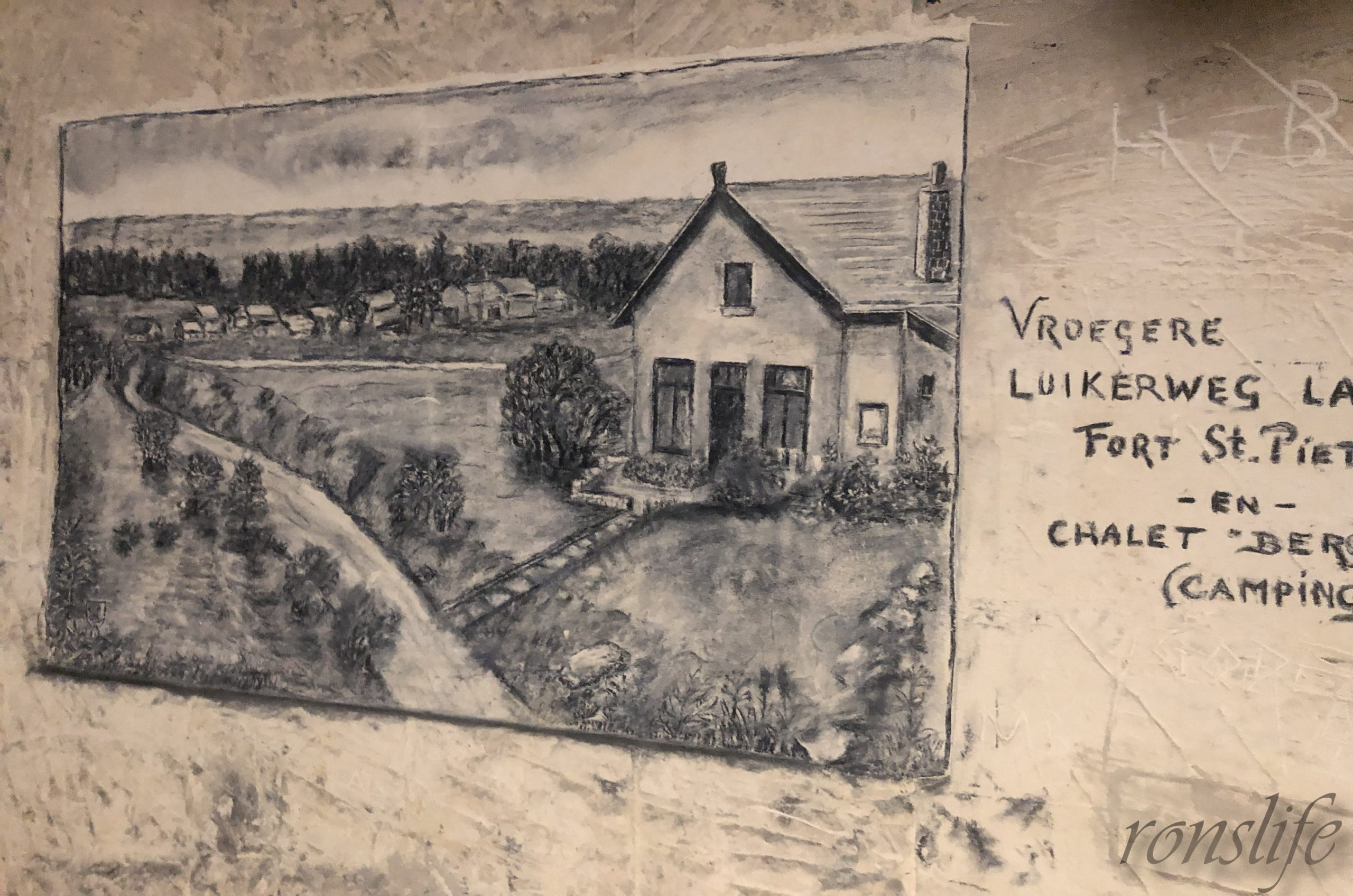 Houtskool tekening in Grotten Noord Maastricht