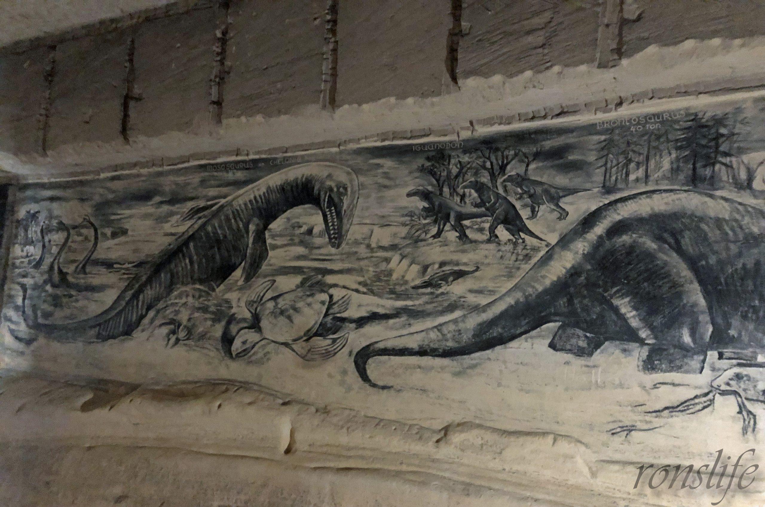 Houtskool tekening van de mosasaurus in Grotten Noord Sint Pietersberg Maastricht