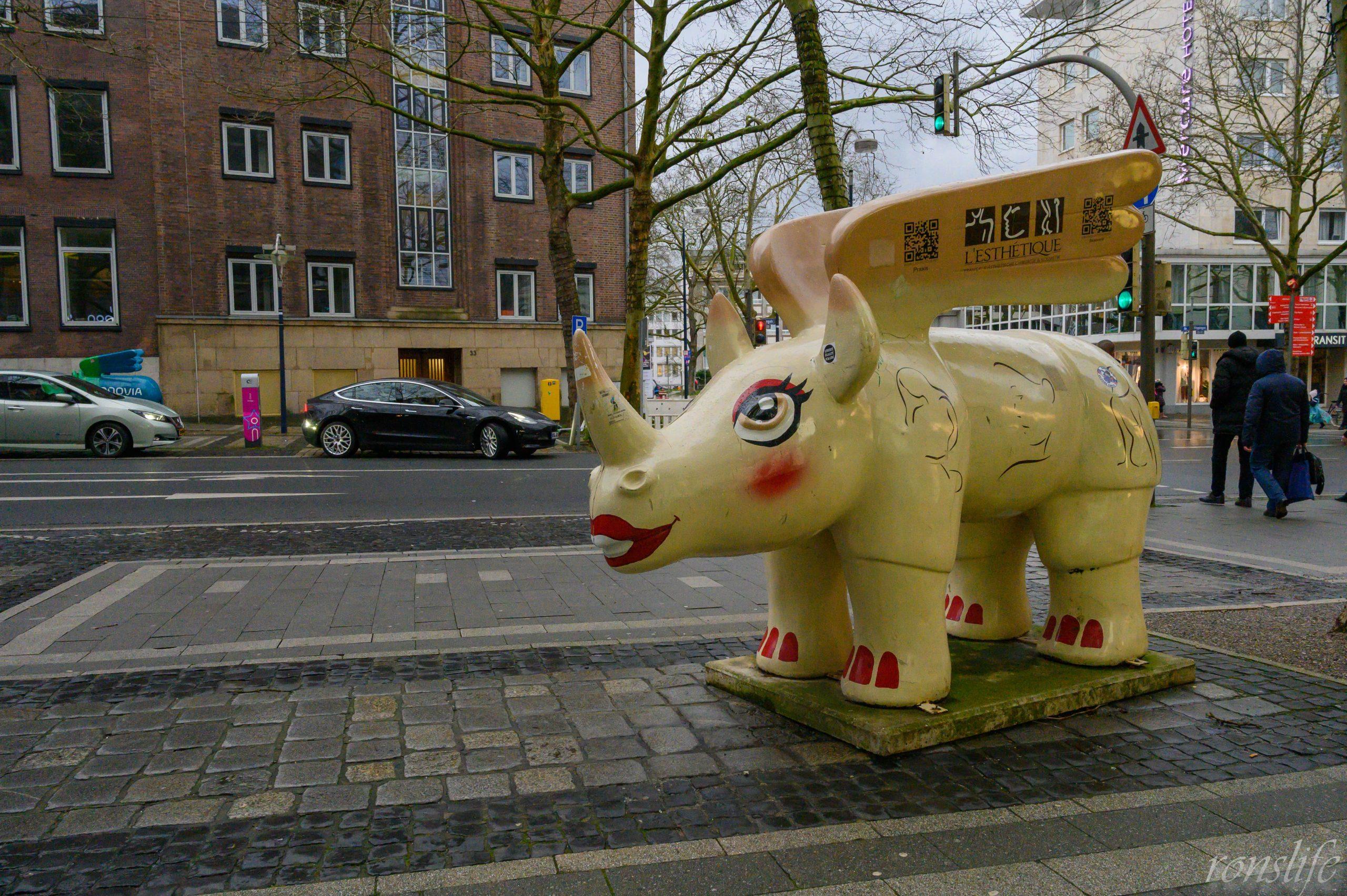 Witte neushoorn op de Kleppingstraße in Dortmund